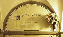Alda_Merini_grave_Milan_2015